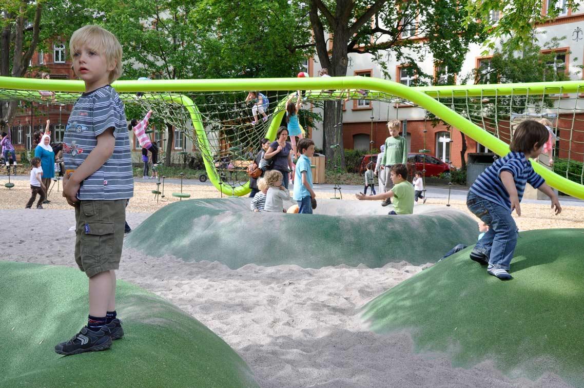 20110531-Sculptural-Playground-in-Schulberg-by-ANNABAU