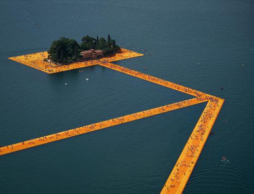 漂浮的水上活动平台