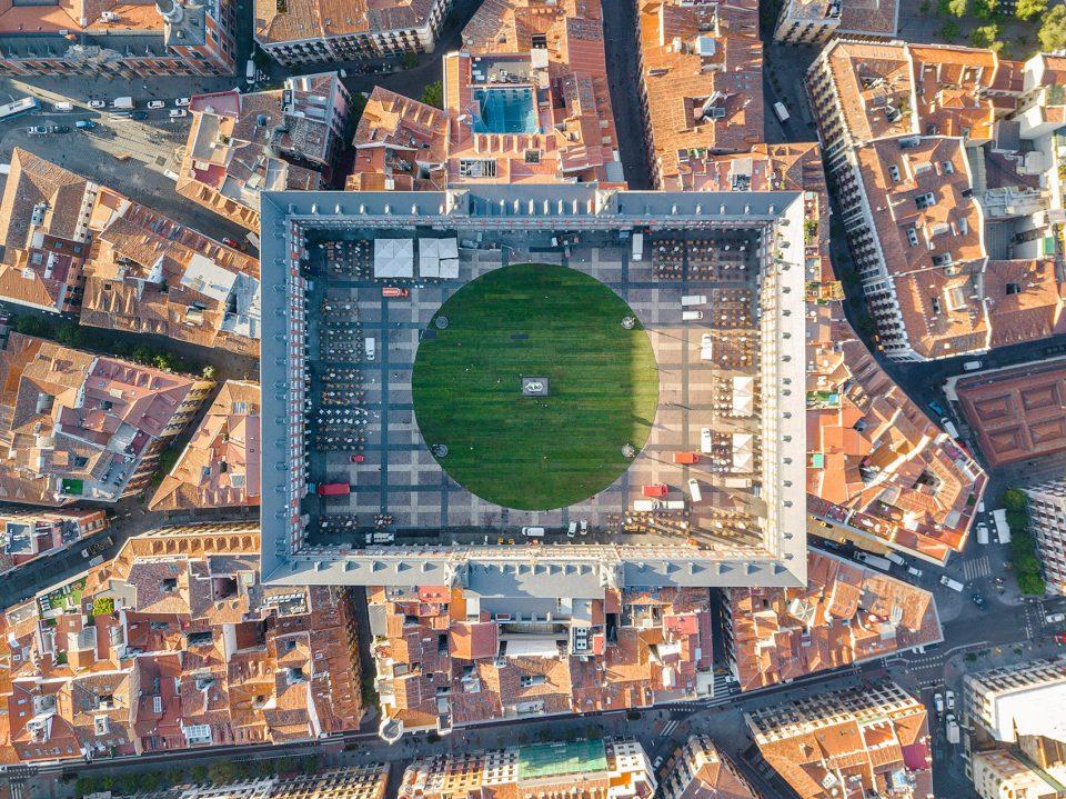 西班牙马约尔广场装置