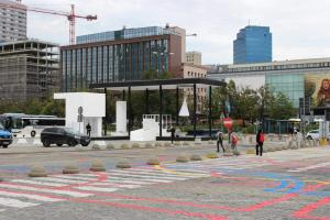 014-Installation-on-the-Parade-Square-in-Warsaw-by-BudCud-960x640